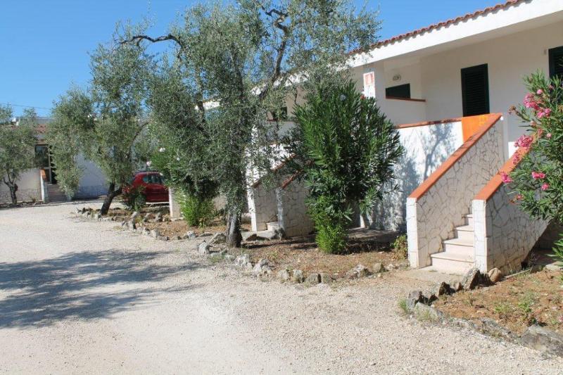Villetta Bilocale 2 persone Tenuta Montincello, vacation rental in Vieste
