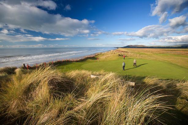 Enjoy a day of golfing at Aberdyfi's 18 hole golf course.