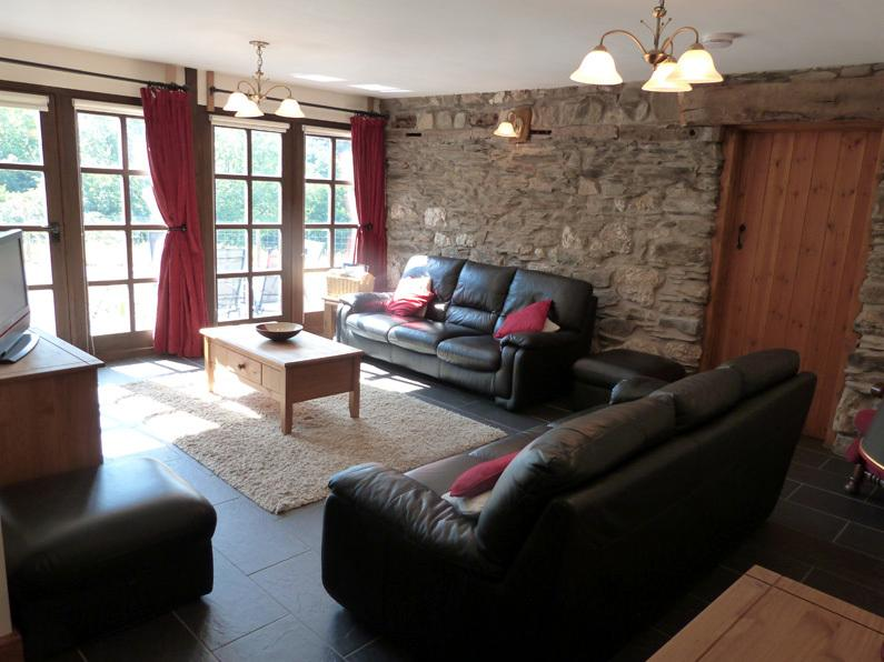 5 star accommodation near Machynlleth, surrounded by countryside