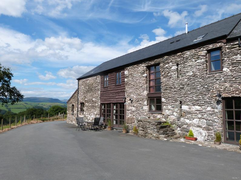 Large 5* Holiday Cottage in beautiful Mid Wales countryside