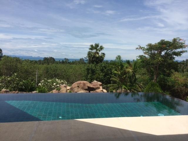 Baan Pun Dow : on the hill side in Bang Makham, location de vacances à Province de Ranong