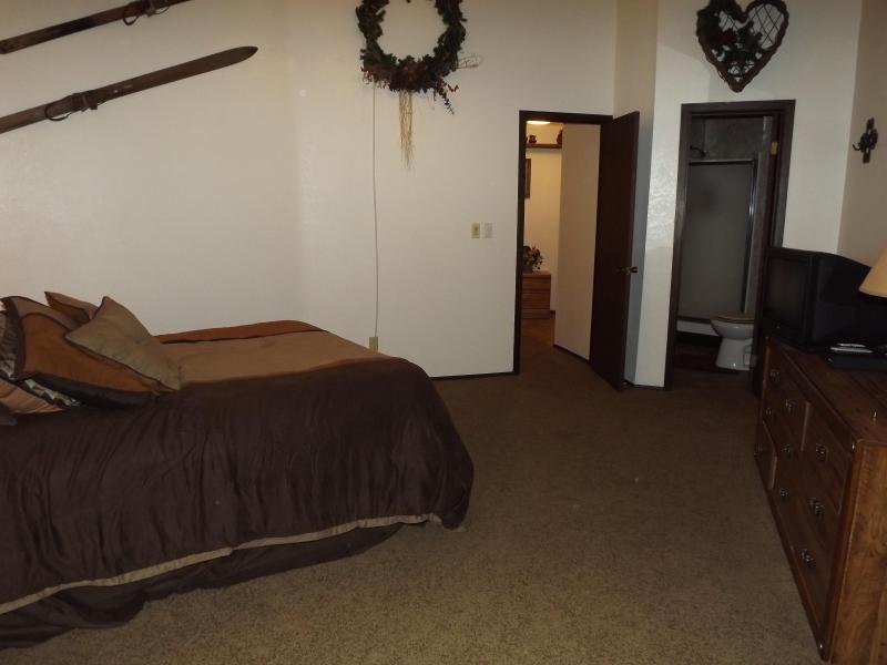 Bovenverdieping Master met badkamer toegang