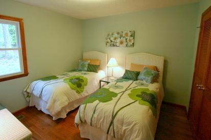 Troisième chambre dispose de lits jumeaux.