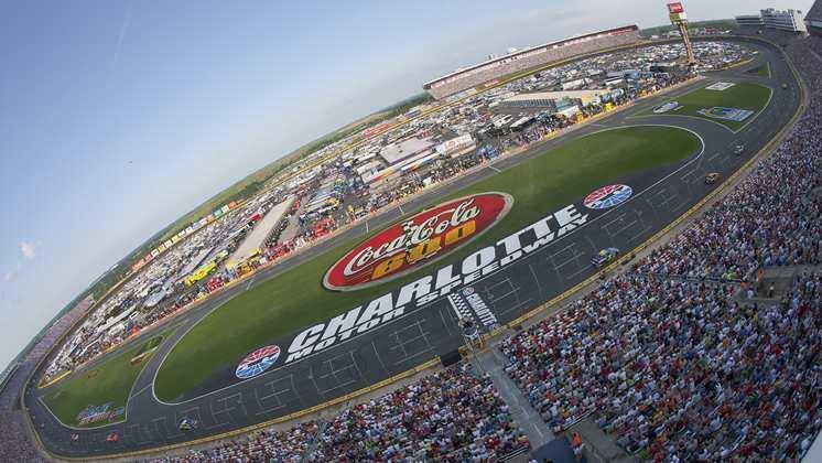 C'est la Race City USA... du NASCAR. Visitez les équipes, les musées et speedway.