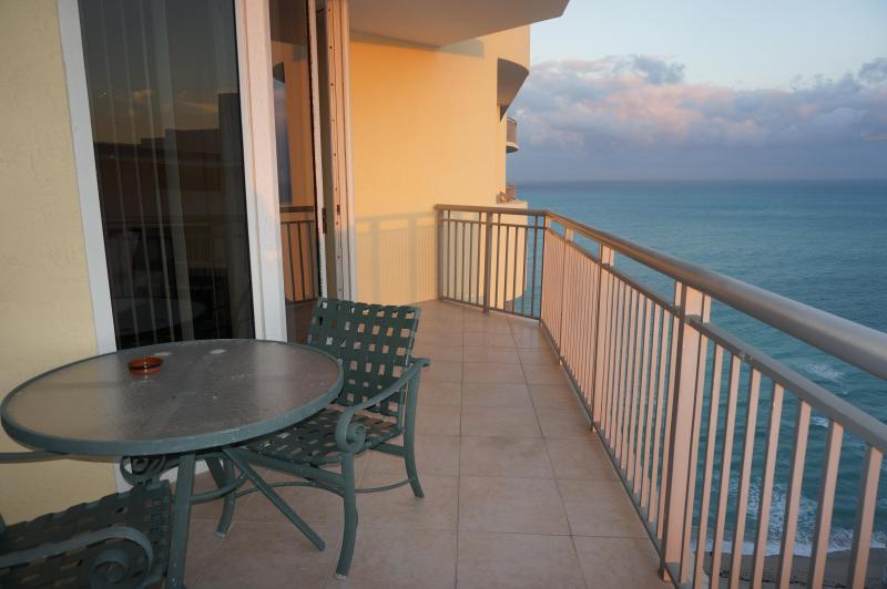 DoubleTree by Hilton Hotel & Spa 1/1 BED 26TH FL, holiday rental in Sunny Isles Beach