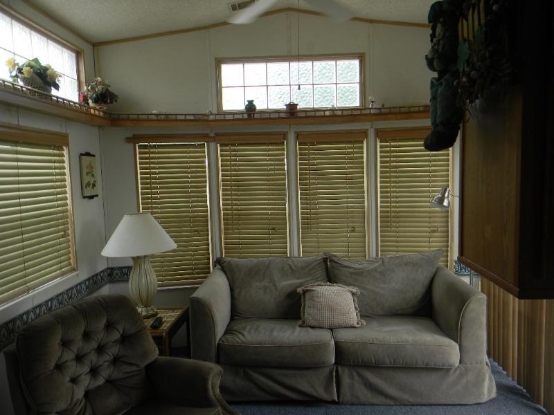 lot-5 Living room