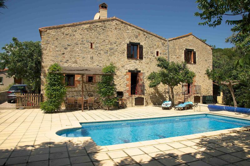 La Bergerie 200 year old farmhouse in the ancient village of Eus, un plus beaux villages de France
