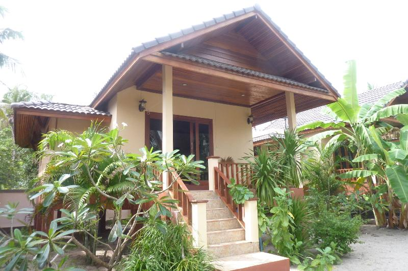 Nice house on beach with sea view, holiday rental in Ko Pha Ngan