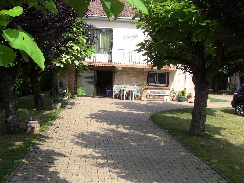 Maison en Perigord, vacation rental in Aubas