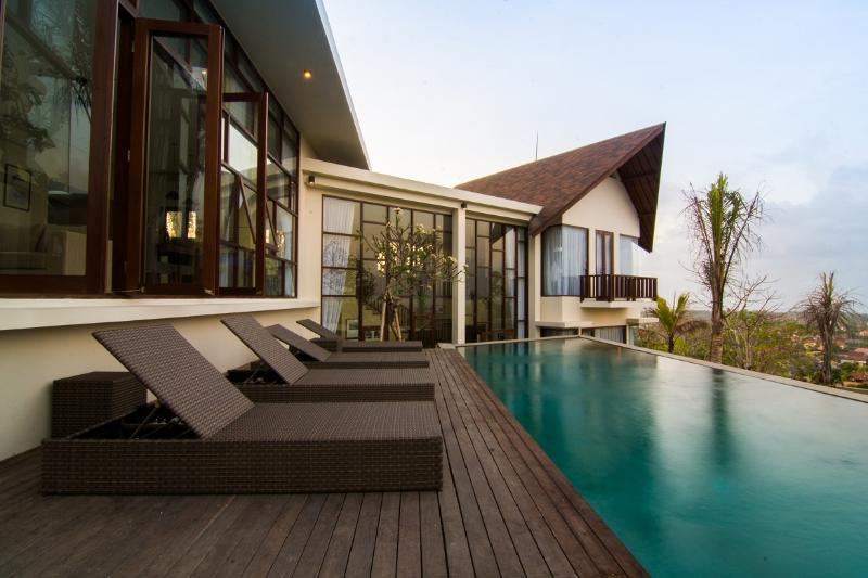 Jimbaran Sea View Villa, holiday rental in South Kuta