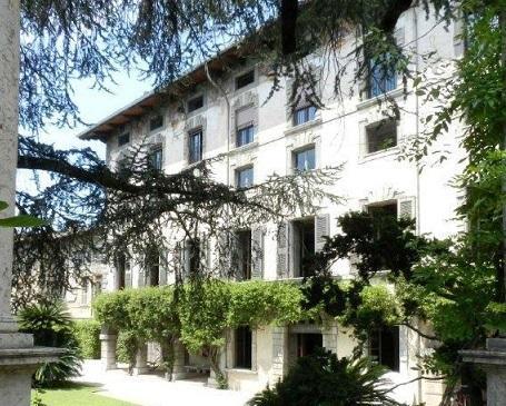 GARDA DESIGN SPACE IN HISTORIC PALACE, location de vacances à Toscolano-Maderno