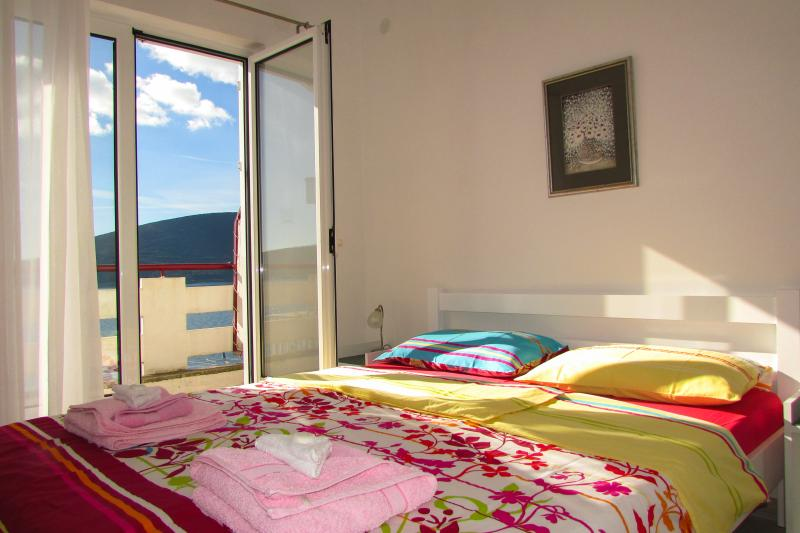 Waterfront two-bed studio No3, holiday rental in Herceg-Novi Municipality