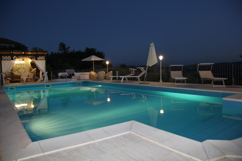 piscina e gazebo