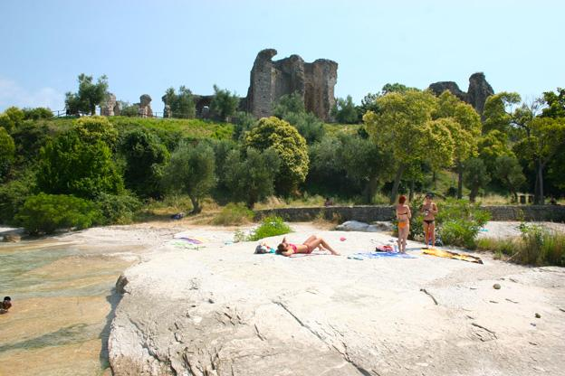 hidden beach in Sirmione with ancient ruins