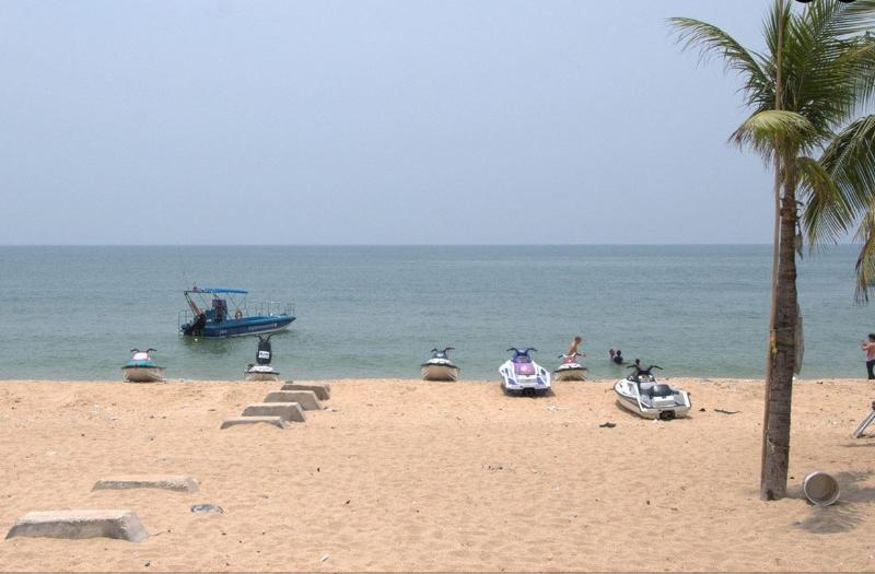 Boat rental & paragliding on Jomtien Beach