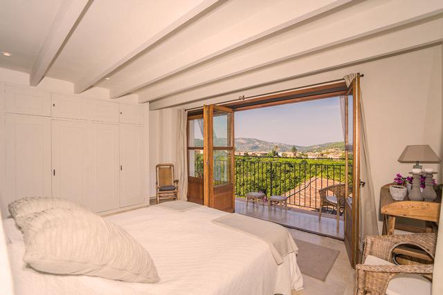 masterbedroom with balcony