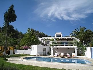 Villa Armonía piscina privacidad para familias con niños, holiday rental in Cala Llonga
