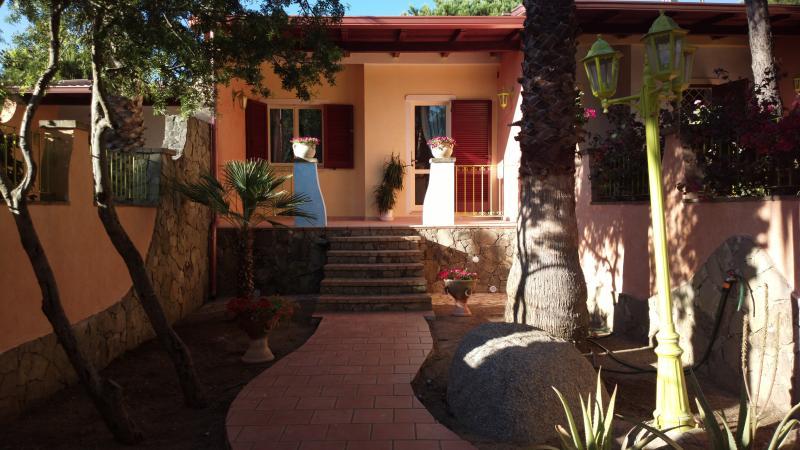 'Marian' Holiday House in Sardinia, holiday rental in Sinnai