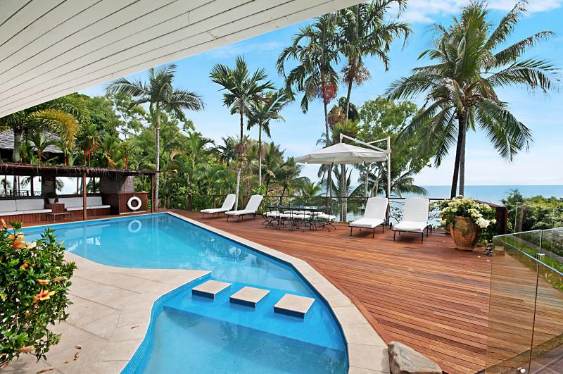 View over the pool to the Coral Sea