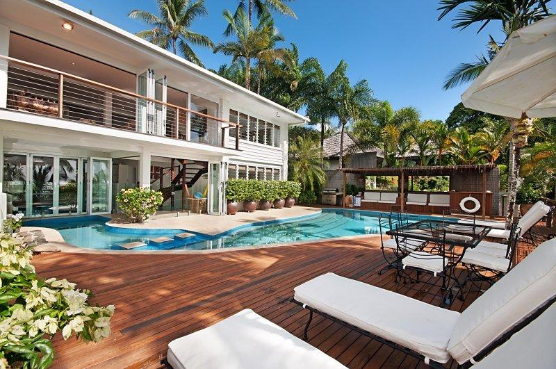 15 Wharf Street. Beachfront With Magic Ocean Views, vacation rental in Port Douglas