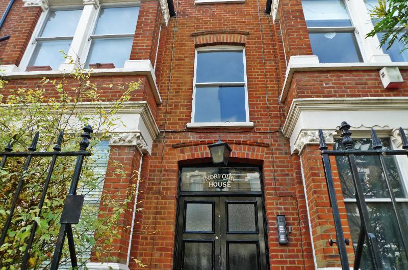 Típica rua residencial oeste Londres vitoriana