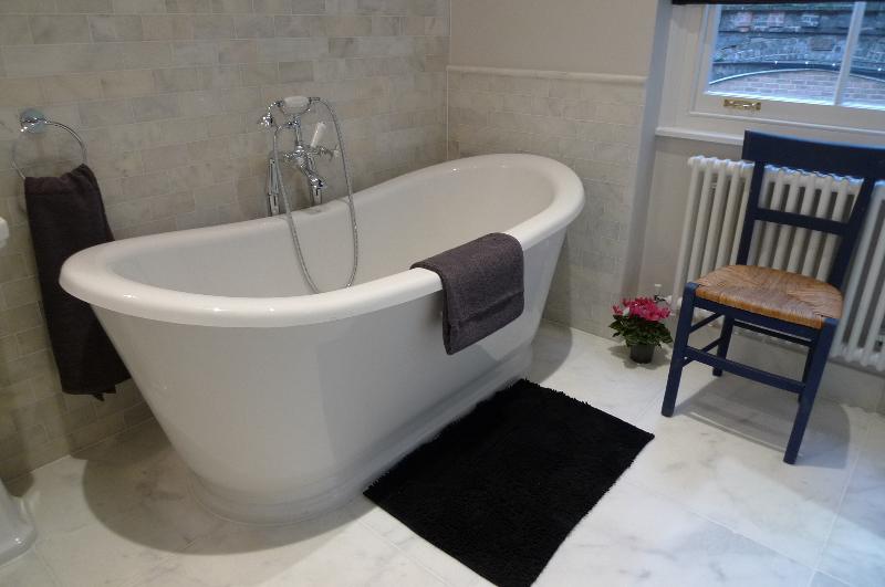 Enorme banheira para banhos luxuriating!