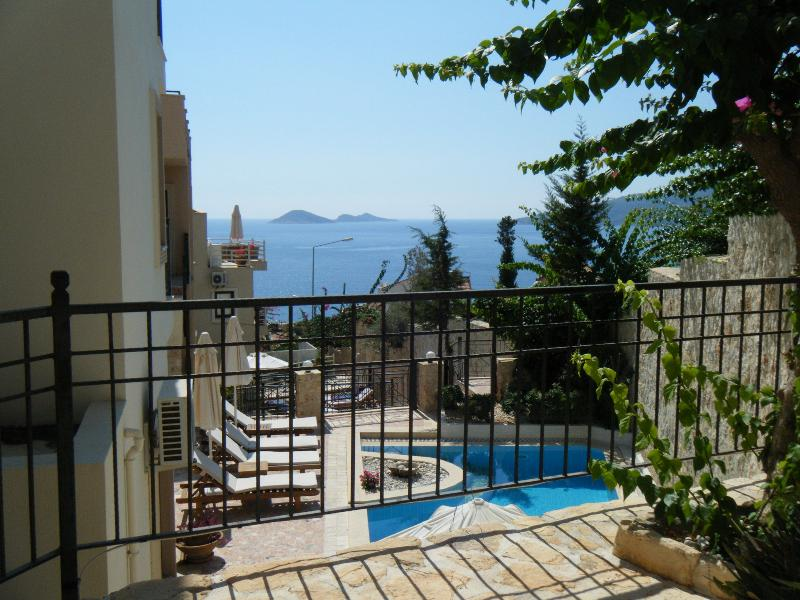 Sea and pool views from Ottoman area