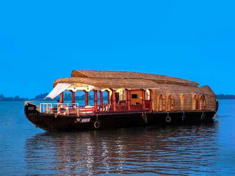 Aqua Jumbo Houseboat, vacation rental in Kottayam