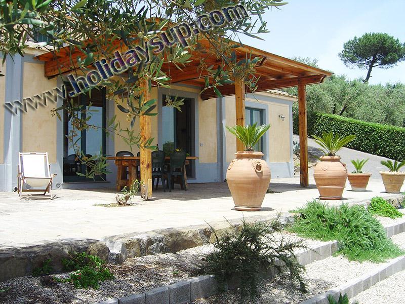 Villa Amolu att hyra med uteplats utanför, swimmingpool och trädgård faciliteter holiday Sorrentokusten