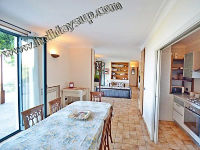 Villa amolu matplats och terrass uteplats utanför med privat pool och havet Visa villarenters vrbo