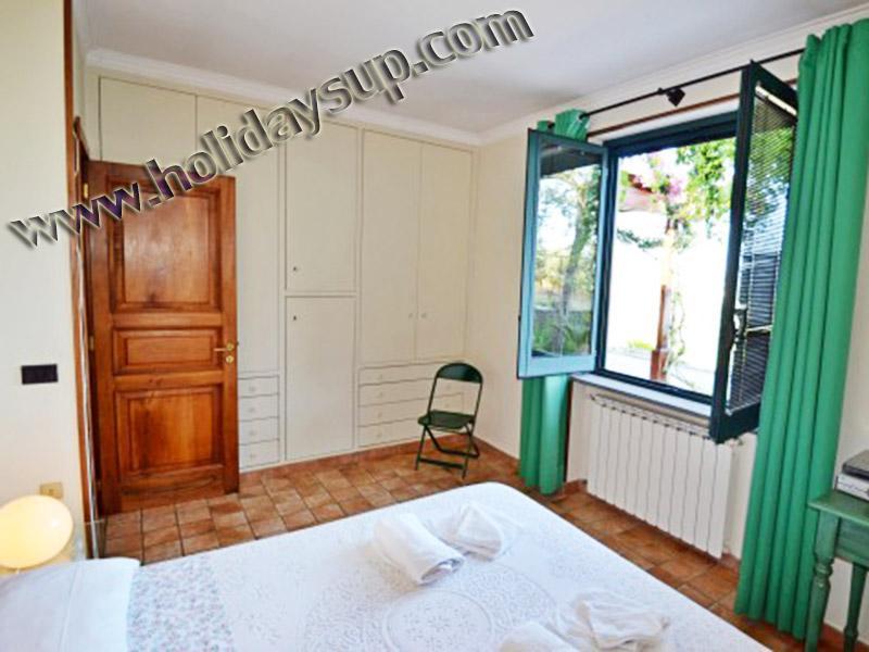 Dubbla sovrum/c på villa amolu ligger i ett mycket lugnt läge massalubrense bokning holidayrent