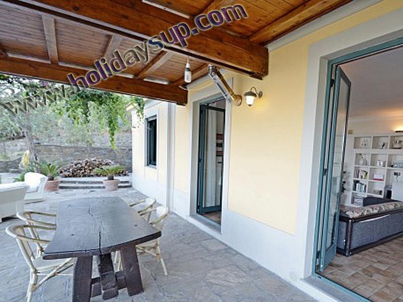 Uteplats externa villa amolu ligger i en relax- och lugnt läge Sorrentokusten med swimminf pool