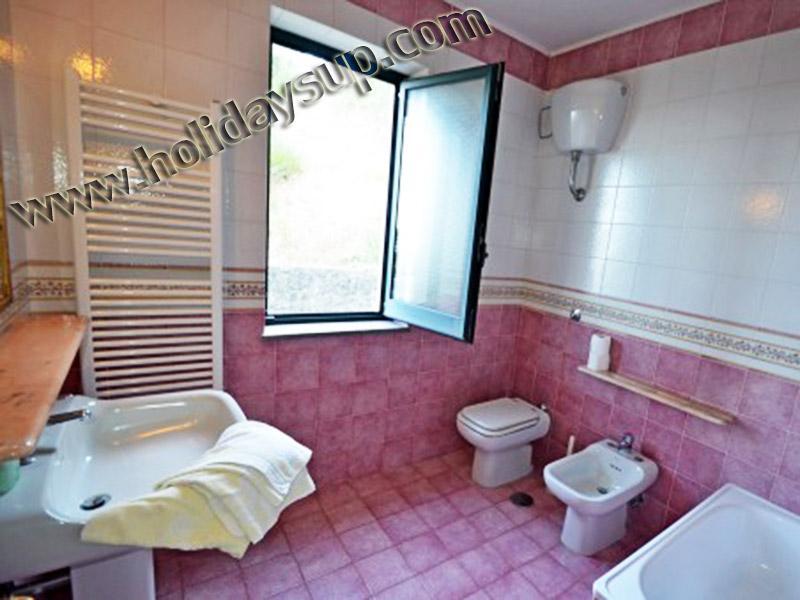 Villa amolu badrum med dusch och badkar nära amalfi kusten och sorrento kusten semester uthyrning