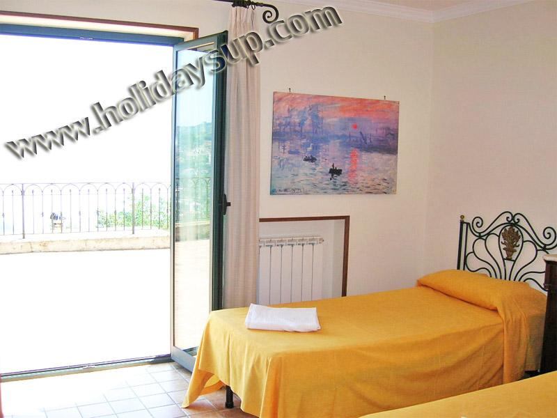 Villa med två sovrum eller på begäran dubbelrum med luftkonditionering och terrass med havsutsikt