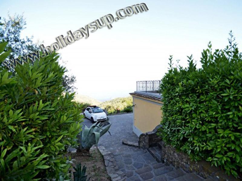 Villa ingången parkering med panoramautsikt havsutsikt och privat pool semester i sorrento