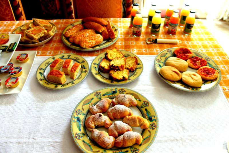 Varied breakfasts, full of sweet and savory local products. Also available in gluten-free products.