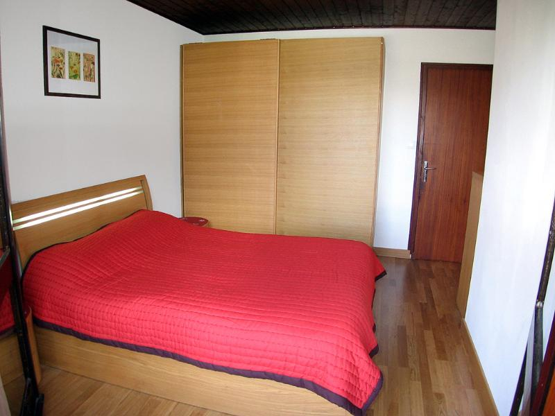 The double bedroom has more than enough storage space for a long holiday!