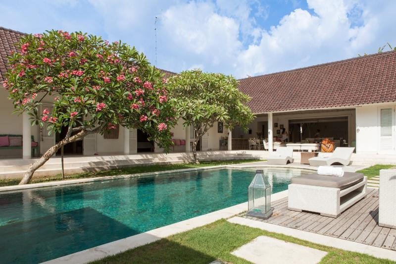 Villa d architecte Bali Umalas, holiday rental in Kuta
