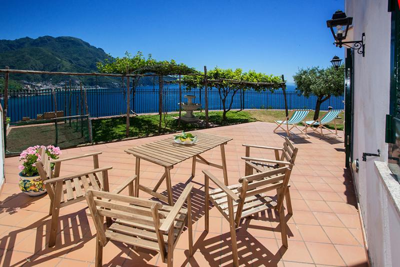 villa a tutto relax vista fantastica sulla Costa – semesterbostad i Ravello