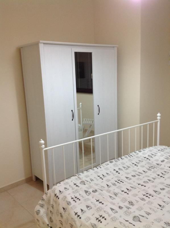 bedroom three doors wardrobe