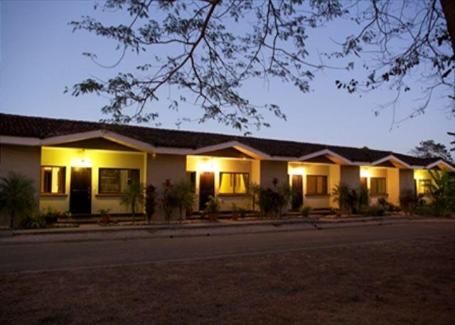 AFFORDABLE LUXURY CONDO 10 MINUTES AWAY FROM BEACH, holiday rental in Playa Grande