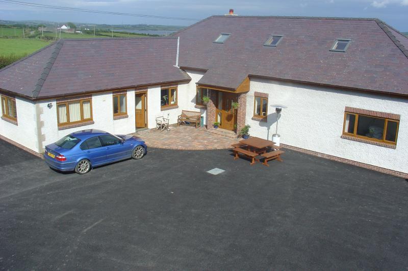 Holiday home, vacation rental in Llannerch-y-medd