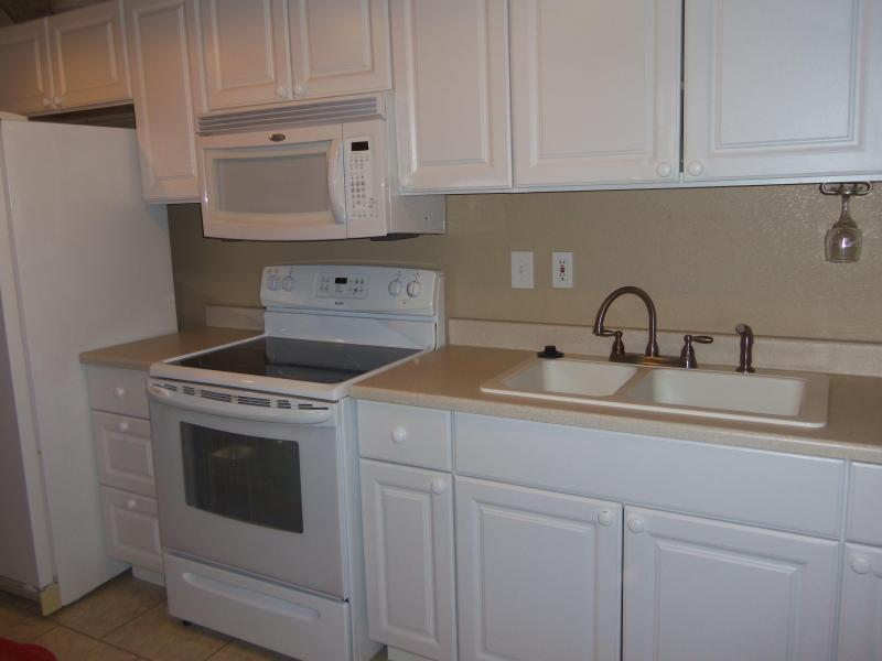 Kitchen Sink, Microwave Glass Top & Oven, Side-by-Side Refrigerator