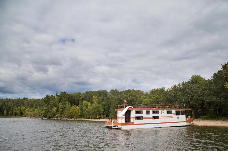 Ontario Wilderness Houseboat Rental, holiday rental in Lake of the Woods