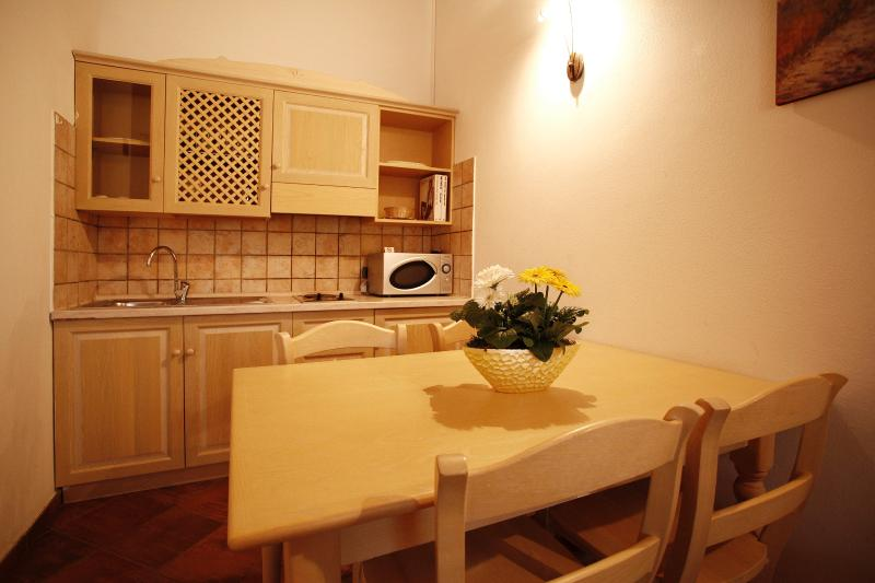 Two rooms apartment type A for four person, a few km from the sea, location de vacances à Gatteo a Mare