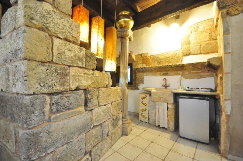 Studio 40 qm, kleiner Ofen, Bad, Klimaanlage, ein privater Raum im Garten