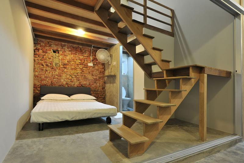 Il divano di scale verso il basso può essere convertito in un altro letto per ospitare il 3 ° e 4 ° ospite