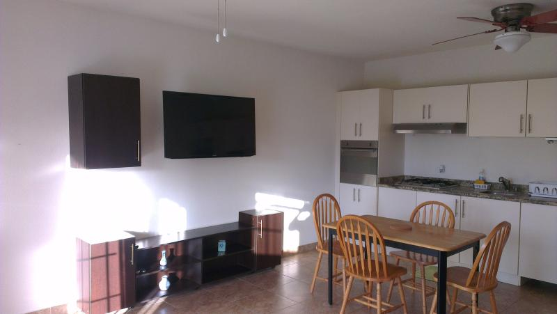 Spacious ground floor 1 bed with a pool, Maxwell, location de vacances à Maxwell