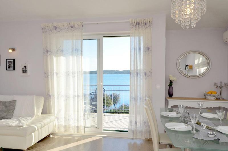 Apartamento é projetado para relaxar e desfrutar a graça da tranquilidade, acalmar sua mente!