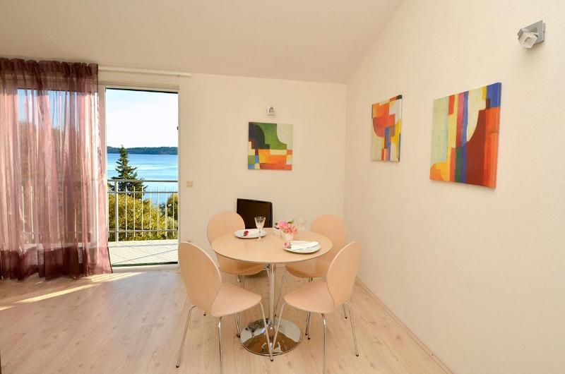 Appartement décoré avec élégance se mêlent parfaitement avec une touche de modernité.